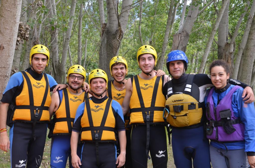 Haciendo rafting en la convivencia de los residentes de 2º del Colegio Mayor Moncloa en Torreciudad
